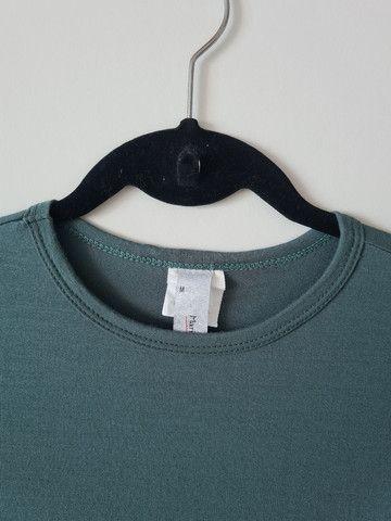 Camisa malha verde petróleo - tam M - Foto 3