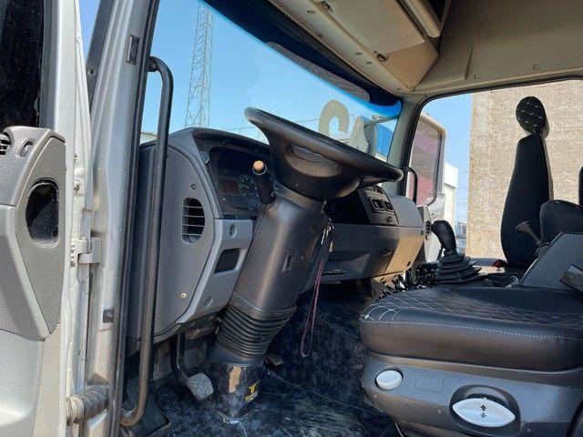 Mb Atego 2428 ano:12,prata,teto alto,bi-truck 8x2,com carroceria Graneleira ,ótimo estado  - Foto 19
