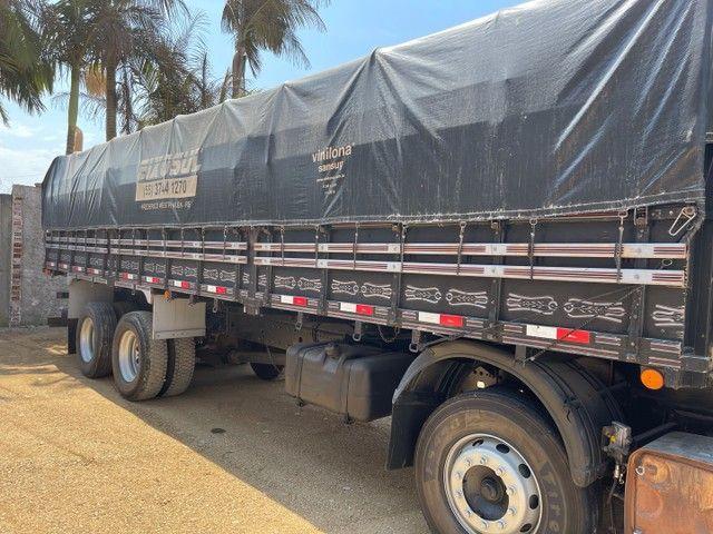 Mb Atego 2428 ano:12,prata,teto alto,bi-truck 8x2,com carroceria Graneleira ,ótimo estado  - Foto 11