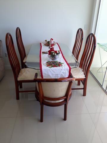 Mesa de 6 lugares com as cadeiras
