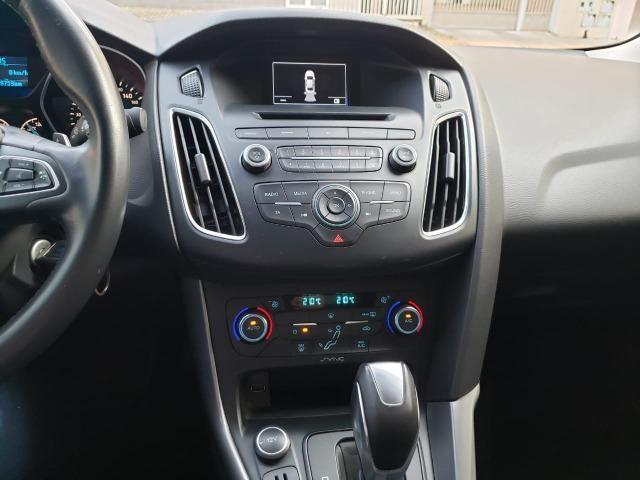 Ford Focus fastback SE plus sedã 2.0 15/16 flex aut. branco - Foto 10