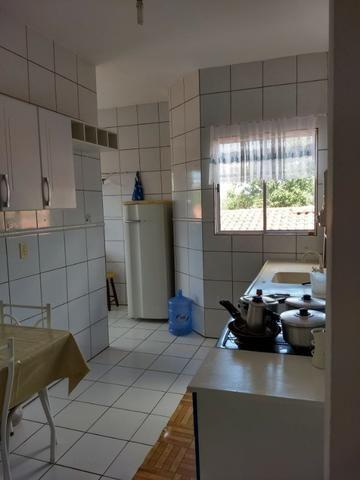 Apart.mobiliado e decorado com excelente localização - Foto 5