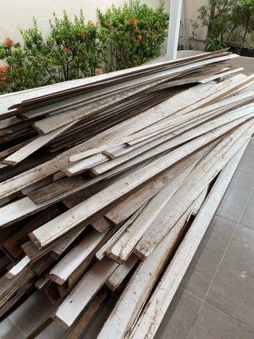 Vendo aproximadamente 100 metros quadrados de forro em madeira em bom estado -Angelim  - Foto 6