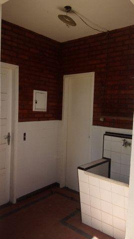 Casa centro de Rio das Ostras linear 03 quartos com vaga p 5 carros e quintal - Foto 18