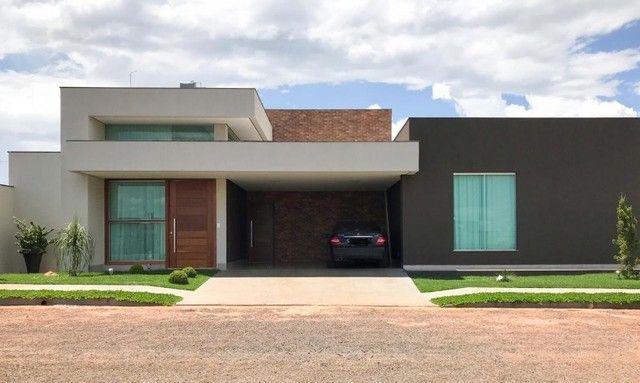 Casa Condomínio Fechado Le Parc-Luziânia-GO, 242m2 de área construída.