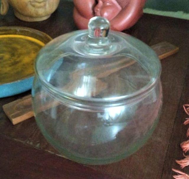 Bomboniere em vidro com tampa
