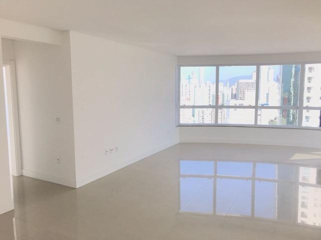 Excelente Apartamento no Centro de Balneário Camboriú - 03 Suítes sendo uma Master - Novo - Foto 7