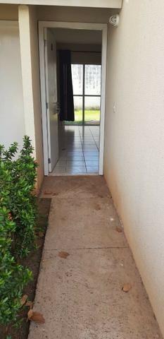 Alugo Casa 03 Quartos sendo 01 suite condomínio Esmeralda