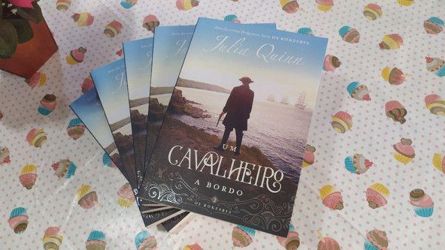 Livro Um Cavalheiro a Bordo (Os Rokesbys Livro 3) - Julia Quinn - Foto 3