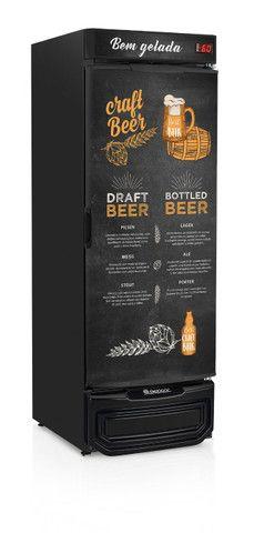 Cervejeira de 570 lts porta adesivada *Arnildo