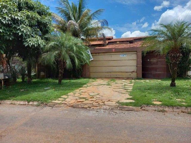 Casa com 4 Quartos, sendo 2 Suítes, em Lote de 360 m², no Alto das Caraíbas, Luziânia-GO.