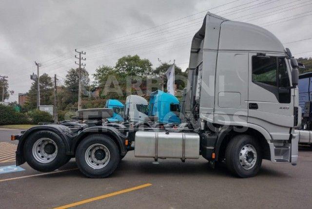 Iveco Hi Way 600S44 6X2, ano 2018/2019 - Foto 7