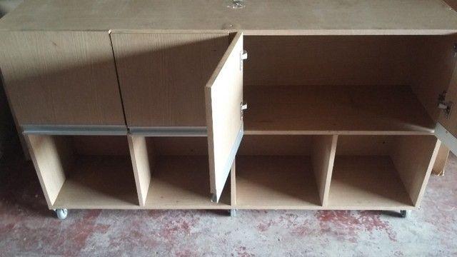 Mesa para escritório com armário - Foto 3