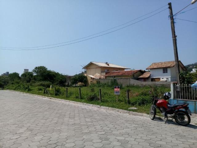 Ótimo terreno com 528 m2 na Praia de Bombas - Investimento garantido