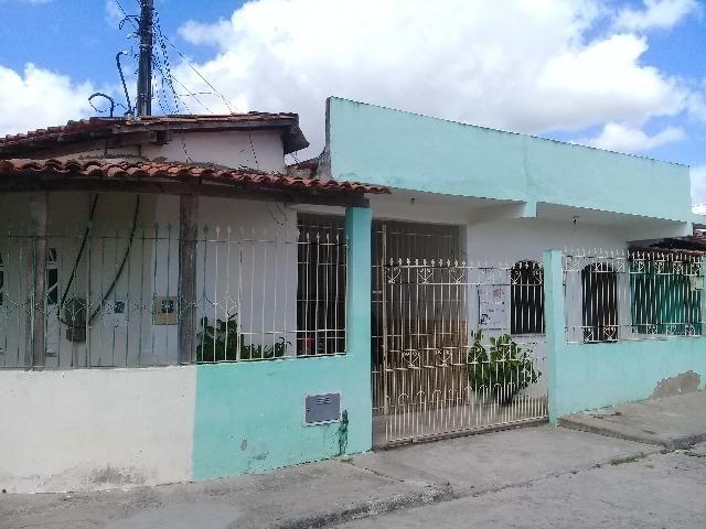 Casa com 2/4, Bairro mangabeira