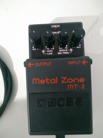 Pedal Boss Metalzone mt-2 + fonte + cabo