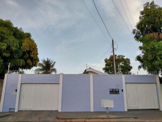 Casa Parcelada Em Rua Pública
