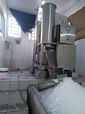 Vendo fábrica de gelo em cubos em pleno funcionamento 21 anos R100 mil - Foto 3