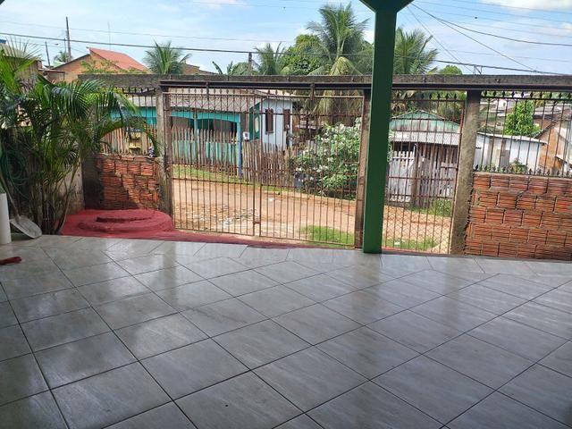 Vendo essa Casa com um Apartamentos Atrás - Foto 2
