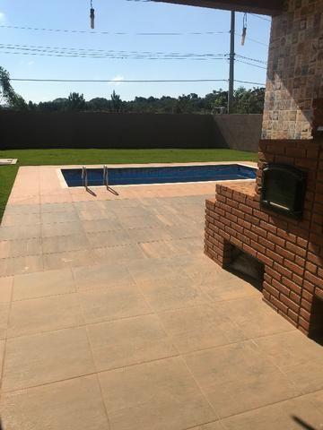Aluguel de casa com piscina, condomínio fechado, área de lazer, lago e casa nunca habitada - Foto 8