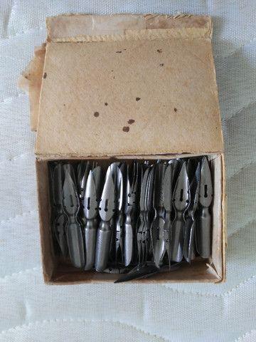 Caixa de penas de aço para caneta tinteiro.
