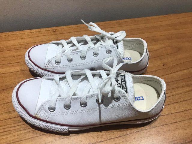 Vendo Tênis All Star em couro branco, usado apenas uma vez pra ser pagem! - Foto 4