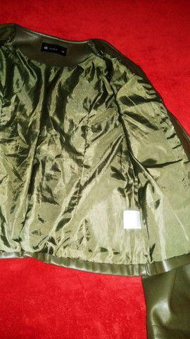 Jaqueta feminina em Corino, tamanho 44 - Foto 2