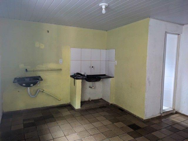 Kit-Net Espaço e bem localizado no bairro da Pedreira. - Foto 3