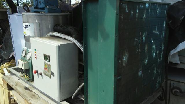 Vendo máquina de gelo 1ton