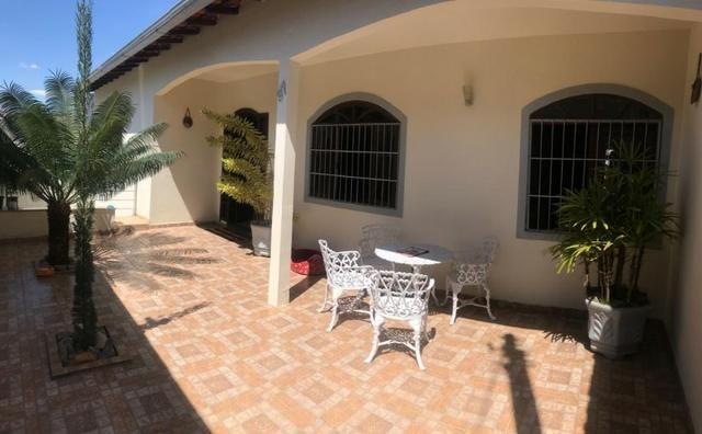 Casa localizada no Parque São José em Varginha - MG