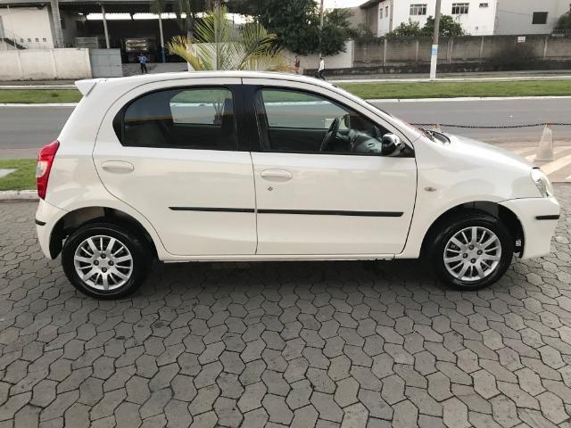 Toyota etios 1.3 xs 2013 unico dono - Foto 11