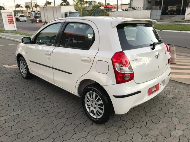 Toyota etios 1.3 xs 2013 unico dono - Foto 9