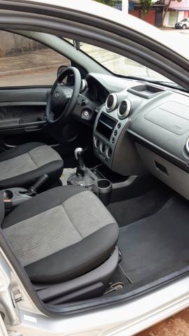 Ford Fiesta Sedan 1.6 2012/12 Prata Completo - Foto 9