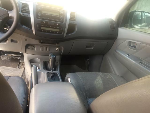 Toyota Hilux vendo e troca em carro de menor valor carro comprador zero único dono - Foto 2