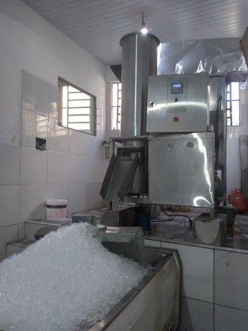 Vendo fábrica de gelo em cubos em pleno funcionamento 21 anos R100 mil - Foto 2