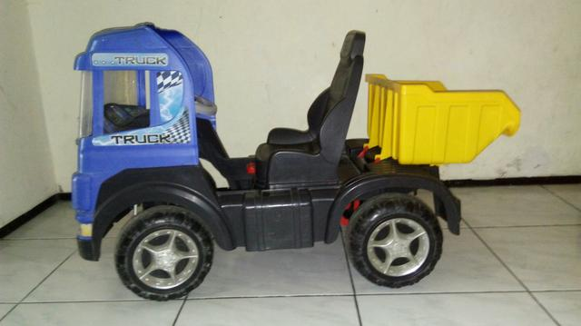 Caminhão com Pedal Magic Toys Truck