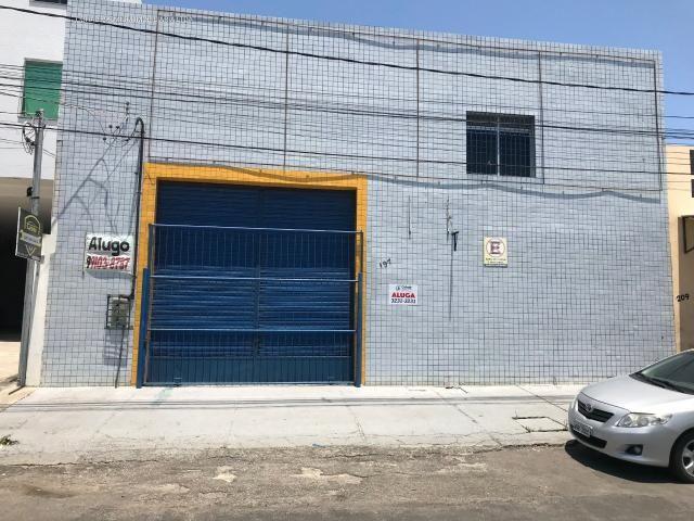 Galpão no bairro industrial, com +-700m²