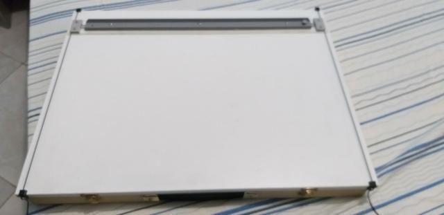 Prancheta de Desenho A2 e compasso 9000