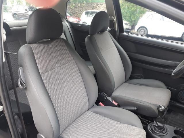 Volkswagen - Fox 1.0 8v Flex 2p Ar Condicionado - Financio em até 48x. - Foto 4