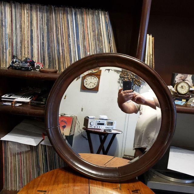 Espelho bisotê estilo Sérgio Rodrigues em madeira Jacarandá.
