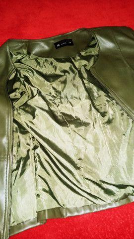 Jaqueta feminina em Corino, tamanho 44 - Foto 5