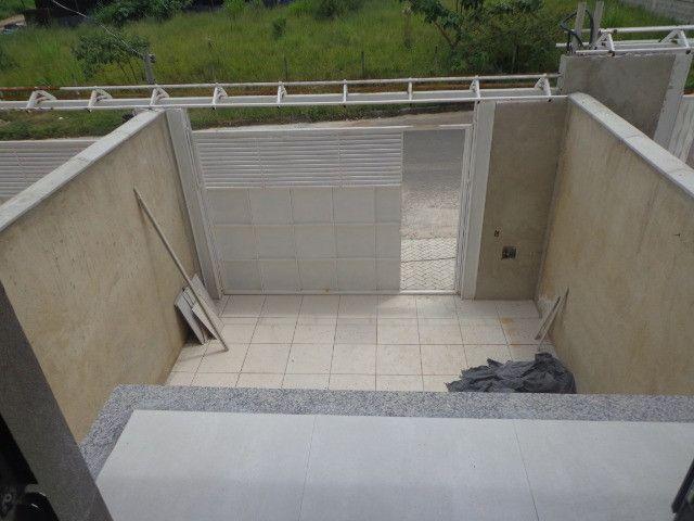 Linda casa de 2/4 com quintal e 2 vagas por R$ 269.000 em Jardim dos Alfineiros - Foto 3