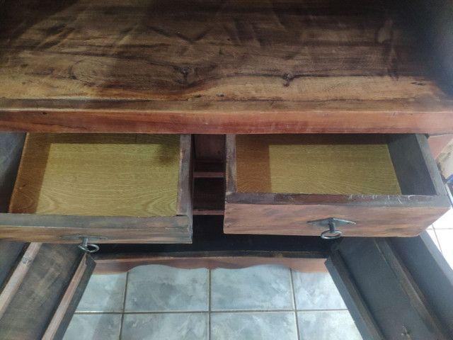 Armário tipo cristaleira madeira maciça  - Foto 2