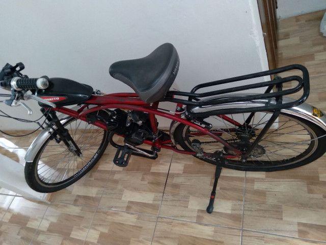 Bicicleta motorizada (motor com defeito/ pneu traseiro furado)