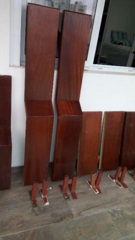 Prateleiras em madeira - suporte embutido