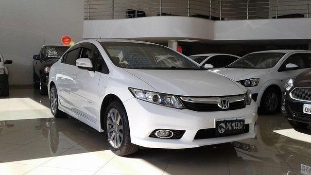 Carro Honda Civic com Entrada de R$ 6.011,00 e Parcelas de R$ 890,00