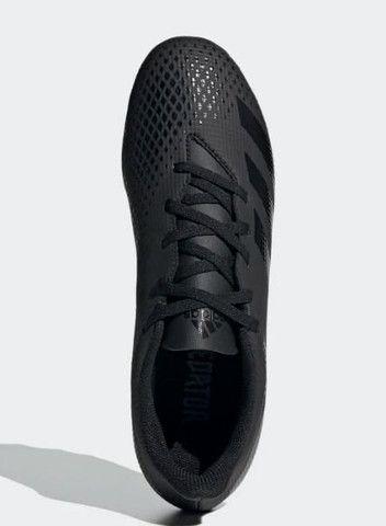 Cheuteira Adidas predator 20.4