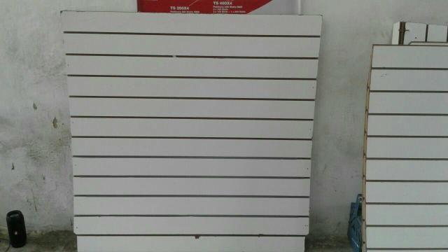 Expositor canaletado para loja
