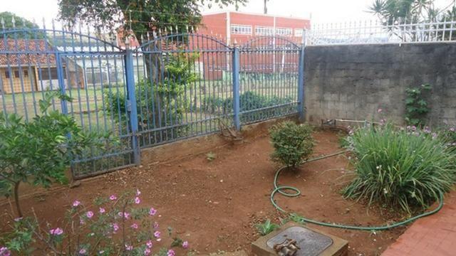 Samuel Pereira oferece: Casa Quadra 13, 1 Suite + 2 Quartos 2 Salas Garagem Financia + Edí - Foto 20