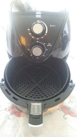 Fritadeira Air Fryer elétrica que frita sem óleo - Foto 2